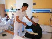 فيها حاجة حلوة.. رجال الشرطة يقدمون كعك العيد للمرضى بالمستشفيات