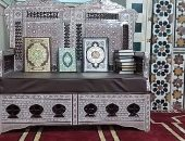 """""""مسلم ومسيحى يد واحدة"""".. قبطى يتبرع بكرسى لقراءة القرآن لمسجد بطوخ"""