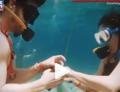 فيديو.. شاب جورجى يعرض على حبيبته الزواج وسط الأسماك فى أعماق البحار