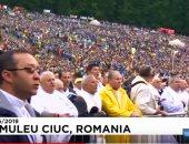 شاهد.. عشرات الآلاف يجتمعون لاستقبال البابا فرانسيس رغم الطقس السيئ