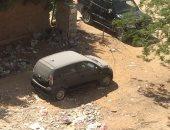 سيارة متروكة بأحد شوارع حدائق الأهرام.. والأهالى يطالبون برفعها