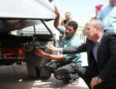 محافظ كفر الشيخ يسلم سيارة إغاثة وونش طبلية و4 سيارات 2 كبينة لإدارة المرور
