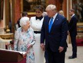 شاهد.. ترامب يتلقى هدية خاصة من الملكة إليزابيث