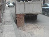 الأجهزة التنفيذية تصلح هبوطا أرضيا يهدد عقارا وسط الإسكندرية
