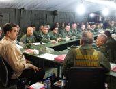 صور.. رئيس فنزويلا يجتمع بقادة الجيش مع تصاعد الأزمة السياسية