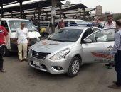 صور.. سيارات ضبطية حماية المستهلك بالمواقف للتأكد من التزام السائقين بالتعريفة
