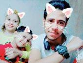 """العيد يحب اللمة.. """"حسين"""" يشارك صور احتفاله بالعيد مع أبناء أخته فى المنيا"""