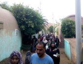 صور.. الآلاف من أهالى الغربية يتوافدون على المقابر فى أول أيام عيد الفطر