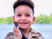 العيد فرحة.. طفل يبدل ملابس العيد بزى القوات المسلحة بكفر الشيخ