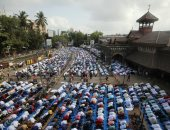 المسلمون يؤدون صلاة عيد الفطر فى الهند ونيبال