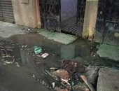 مياه الصرف الصحى تعكر فرحة أهالى شارع جامع النصر بولاق بالعيد