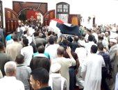 تشييع جنازة مجند استشهد بحادث العريش فى مسقط رأسه بالفيوم.. صور
