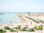 صور.. توافد المواطنين على شواطئ البحر الأحمر ثانى أيام العيد
