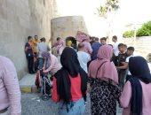 شاهد.. إقبال من المصريين على قلعة قيتباى فى الإسكندرية ثالث أيام العيد