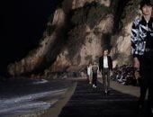 """بممر خشبى بأحد شواطئ كاليفورنيا.. عرض أزياء """"سان لوران"""" 2020"""