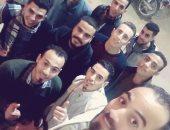 محمود يشارك بصورة احتفاله مع أصدقائه بالعيد فى أسيوط