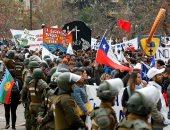صور.. معلمو شيلى يتظاهرون احتجاجا على إجراءات الإصلاح التعليمى