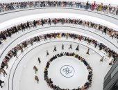 """بملابس وديكورات عصرية.. """"فندى"""" يقدم عرض أزياء مجموعة خريف وشتاء 2020 بالصين"""