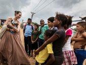 صور.. أنجلينا جولى تحث المجتمع الدولى على مساعدة أطفال فنزويلا