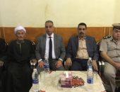 محافظ سوهاج يؤدى واجب العزاء لأسرة الشهيد محمد فايز بالمنشأة