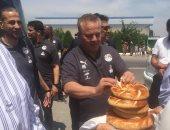 شاهد.. جماهير أوزبكستان تستقبل المنتخب الأولمبى بالطبل والمزمار البلدى