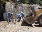 صور.. حملة لرفع المخلفات من حرم السكة الحديد وسط الإسكندرية