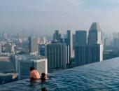 """""""ومن فوقه سحاب""""..حمام سباحة شفاف على ارتفاع 55 طابقًا وسط لندن"""
