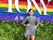 فانيسا هودجينز بفستان سعره 4495 جنية استرليني في حفل Tony Awards