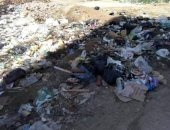 """صور ..""""اضبط مخالفة"""" انتشار القمامة بمنطقة عمارات"""" الشيخ حسين"""" بقنا"""