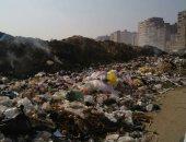 تراكم القمامة أمام مدارس عزبة الهجانة بمدينة نصر