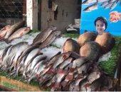 بلطى وبورى.. جولة فى سوق السمك بالمنيب.. والتجار: الأسعار قلت بعد العيد