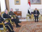 السيسي يؤكد لقائد القيادة المركزية الأمريكية أهمية العلاقات الاستراتيجية مع واشنطن