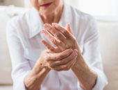 مرض التهاب المفاصل الروماتويدى.. أعراضه وعوامل تزيد الإصابة به