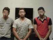 3 عاطلين متهمين بقتل شاب فى السلام يمثلون جريمتهم أمام النيابة