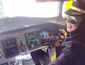 فتاة سعودية تقوم بأول رحلة طيران رسمية بعد 6 سنوات من رخصة الطيران المدني