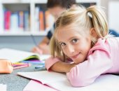 لو فى سن المدرسة.. 6 نصائح لتحسين قدرة طفلك على التواصل