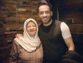 """رامى جمال مع والدته: """"الله يحفظك ويبارك فى صحتك يا ست الكل"""""""