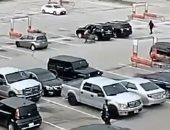 صور.. مراهق أمريكى يخطف طفلا من عربة تسوق أمام والدته ويلقيه على الأرض