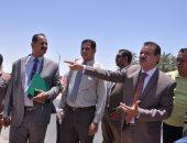 صور.. رئيس جامعة الوادى الجديد يراجع استعدادات لتطوير قرى الشركة بالخارجة