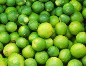 """كورونا والليمون.. لماذا ارتفع سعر """"فيتامين C الطبيعى"""".. خبراء يحددون 6 أسباب رئيسية.. تخزين المنتج وكوفيد 19 بالمقدمة..والزراعة: بدء عملية التصويم والموسم المبكر بيوليو.. وإنشاء أسواق قرب أماكن الإنتاج هو الحل"""