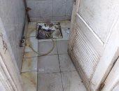صور.. الإهمال يستشرى فى دورة مياه محطة قطار المنصورة