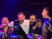 فيديو..شيكو والسعدنى وعمرو يوسف يرقصون مع عسيلي على المسرح