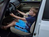 طفل فى الرابعة يسرق مفتاح سيارة جده ويقودها لشراء الحلوى..اعرف القصة؟