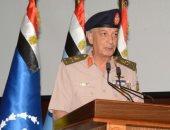 وزير الدفاع يشهد حفل تخرج دورات جديدة من كلية القادة والأركان