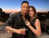 """متبادلا القبلات مع حبيبته.. مهاجم انبى السابق يحتفل بخطوبته فى المغرب """"فيديو"""""""