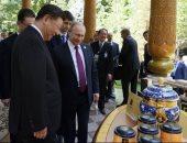 بالتورتة والآيس كريم.. بوتين يحتفل بعيد ميلاد الرئيس الصينى