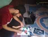 صور .. محمد حقانى يرفض العمل فى مجال الإلكترونات من أجل عيون الرسم