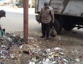 صور.. حملة لرفع الأتربة والقمامة بحى غرب المنصورة