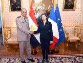 وزير الدفاع يعود من فرنسا بعد زيارة رسمية حضر خلالها المعرض الدولى للطيران