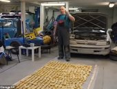 """""""جنان من الآخر"""".. تدوير سيارة بـ 500 ليمونة فى روسيا.. اعرف القصة"""